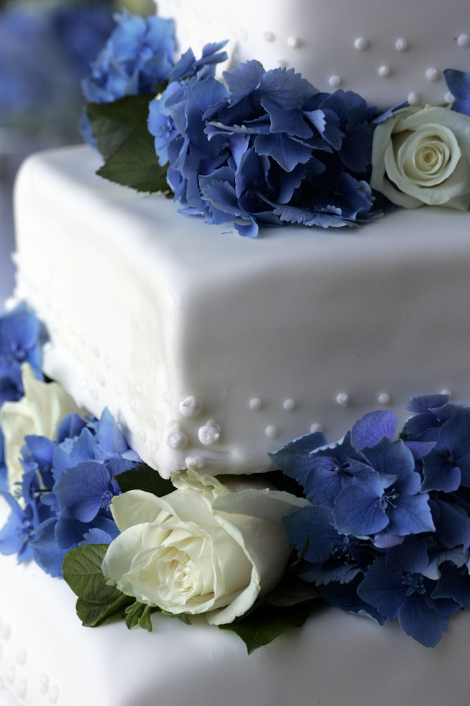 Wedding Cake with hydrangeas and roses